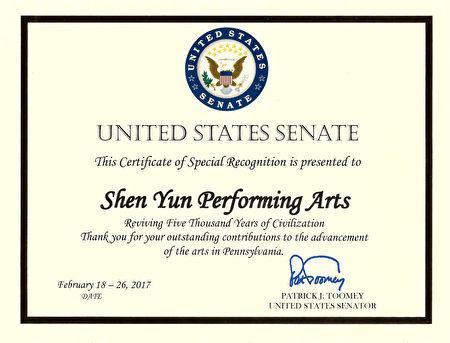 賓州的美國國會參議員Patrick J Toomey向神韻藝術團發出特別褒獎。(大紀元)