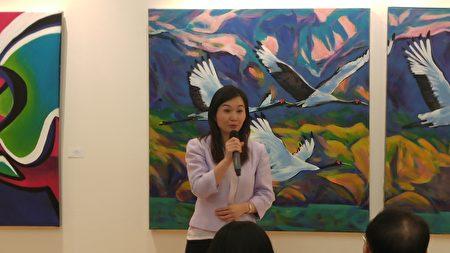 圖:劉長富《北方尋覓》個展開幕式上,本拿比市議員康安禮代表市長與市議員到場祝賀。(邱晨/大紀元)