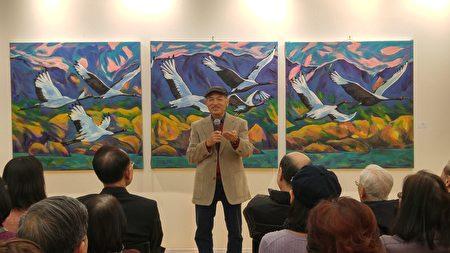 圖:劉長富在《北方尋覓》個展開幕式上,分享自己的創作歷程。(邱晨/大紀元)
