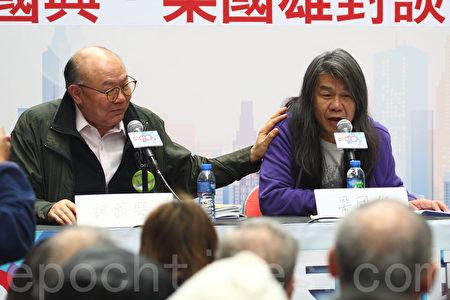 胡国兴和梁国雄昨日出席街头论坛,就政改方案与《基本法》22条立法等议题辩论。(李逸/大纪元)