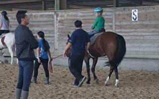 迟缓儿马术治疗 马背上踏出人生步伐