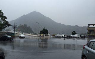 水利署22日配合鋒面在桃竹苗地區水庫進行人工增雨,雖有增加水量但進帳有限。(中央社/提供)