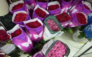 图为海棠花铺预备的情人节鲜花。 (蔡溶/大纪元)