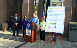 週二,CalEITC4Me組織創辦人Joe Sandberg發言推廣「加州所得稅減免」。(劉寧/大紀元)