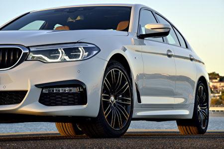 宝马540i车头局部特写(BMW提供)