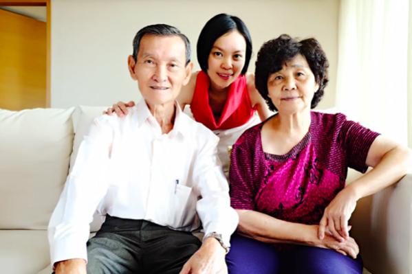 父母总是默默地为我们付出,那纯粹是出于一份无私的爱,一份圣洁而全心全意的爱。(筱林子 提供)