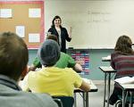 德州公立学校从明年八月份开始,将会收到德州教育局给出的A至F五级学校评定。(新唐人视频截图)