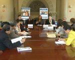 市教育局昨天举办圆桌会议,介绍教育理事竞选细则,呼吁更多移民家长参选。 (奥利弗/大纪元)