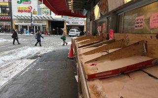 暴風雪襲擊紐約市,平日車水馬龍的法拉盛中心區,冷冷清清,商家生意大受影響。 (林丹/大紀元)