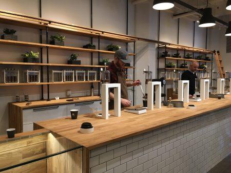 """尽管""""星巴克""""号称有格调,可是跟这家叫""""提取实验室""""(Extraction Lab)的咖啡店一比,瞬间弱爆了。"""