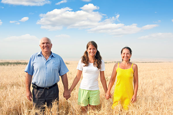 研究发现,走出户外、接近大自然,可以增进人们的快乐感。(Fotolia)