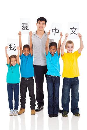 美國小學生和中文教師。(Fotolia)