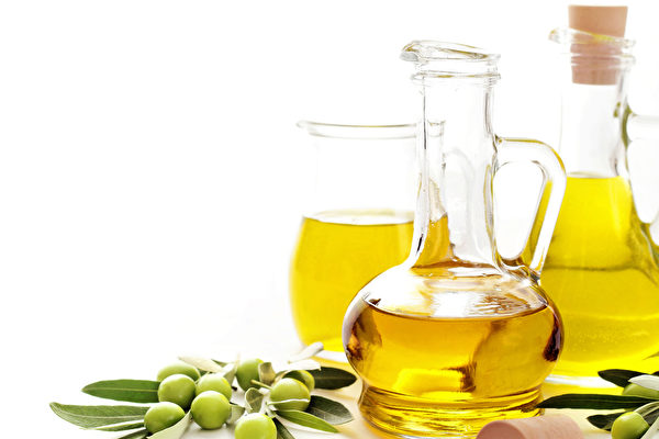 西班牙一項研究發現,食用橄欖油有助於降低罹患心血管疾病的風險。(Fotolia)