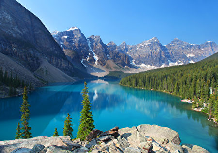 由冰川溶水形成的夢蓮湖(Moraine Lake)被世界公認是最有拍照身價的湖泊。(Fotolia)