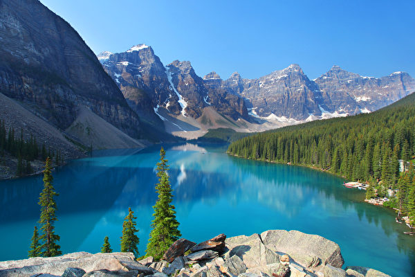 由冰川溶水形成的梦莲湖(Moraine Lake)被世界公认是最有拍照身价的湖泊。(Fotolia)
