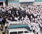 从2009年到2015年,中国出现罢工数量飙升,从2011年的少于200例上升到2015年的2700例。(STR/AFP/Getty Images)