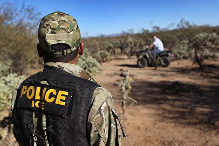 """美国国土安全部2月21日公布执行总统""""加强边境安全及移民执法""""行政命令备忘录,提供指导原则,以利相关机构遵循。John Moore/Getty Images)"""