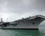 美国海军指挥官22日表示,部署在太平洋的两支美军舰队做好了应对任何冲突的准备,包括南海和朝鲜半岛可能发生的军事冲突。图为美国18日向南海争议海域派遣卡尔•文森号航母(USS Carl Vinson),作为海上常规行动的一部分。(Ed Jones/AFP/Getty Images)