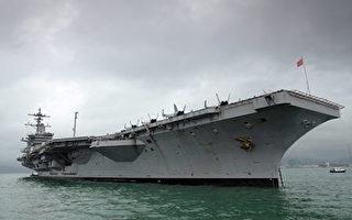 美國海軍指揮官22日表示,部署在太平洋的兩支美軍艦隊做好了應對任何衝突的準備,包括南海和朝鮮半島可能發生的軍事衝突。圖為美國18日向南海爭議海域派遣卡爾•文森號航母(USS Carl Vinson),作為海上常規行動的一部分。(Ed Jones/AFP/Getty Images)