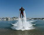 超级酷的水上飞板。 (Kevork Djansezian/Getty Images)