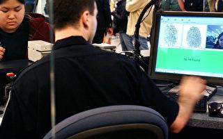 美国土安全部部长约翰‧凯利(John Kelly)7日在国会国土安全委员会上表示,正在考虑要求外国旅客提供社交媒体账号密码的措施。(Stephen Chernin/Getty Images)
