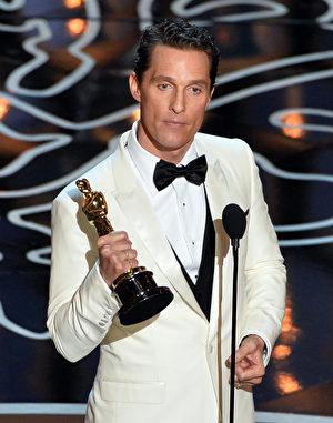 马修‧麦康瑙希凭借《达拉斯买家俱乐部》摘得第86届奥斯卡影帝桂冠。(Kevin Winter/Getty Images)