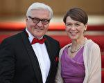 圖為德國新一任總統施泰因邁爾和妻子。(Sean Gallup/Getty Images)