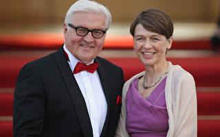图为德国新一任总统施泰因迈尔和妻子。(Sean Gallup/Getty Images)