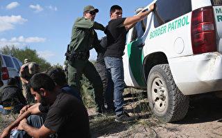 美国土安全部2月21日公布2个总统行政令执行细则,加大力度逮捕及递解非法移民。一时之间,非法移民成为各界关注焦点。(John Moore/Getty Images)