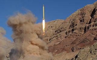 在伊朗上週日(1月29日)發射彈道導彈之後,2月3日,美國川普(特朗普)政府對12家實體和13名個人實施制裁。圖為去年伊朗發射導彈。 (Photo credit should read MAHMOOD HOSSEINI/AFP/Getty Images)