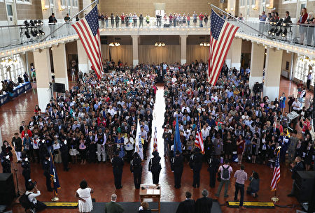 去年9月在纽约的入籍仪式。(John Moore/Getty Images)
