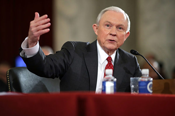 司法部长塞辛斯要求所有奥巴马任内留下的46名联邦检察官辞职,以确保一个统一的过渡。 (Chip Somodevilla/Getty Images)