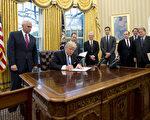 自聯邦地區法官2月3日裁決,全美暫緩執行川普(特朗普)總統限制移民行政令後,一週內計有1,462名難民進入美國,包括數百名敘利亞及伊拉克難民。(Ron Sachs - Pool/Getty Images)