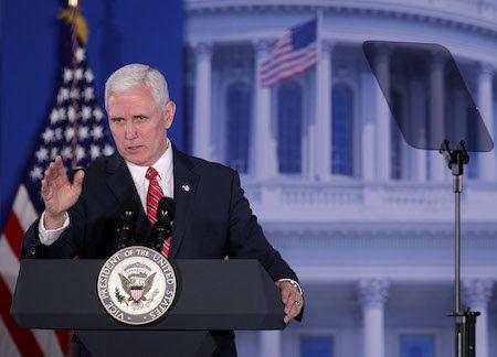 """美国副总统彭斯5日(周日)表示,联邦法官暂停川普总统的移民限制令,是""""做出了错误的决定"""",并誓言要使用""""我们能使用的一切法律手段""""来保护美国人。 (Alex Wong/Getty Images)"""