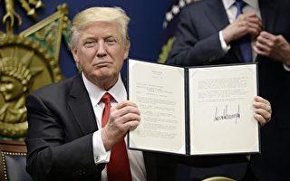 川普27日在國防部簽發移民行政令。 (Olivier Douliery-Pool/Getty Images)