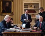 白宫记者协会周二(28日)发表声明说,为了支持川普(特朗普),白宫工作人员将不参加4月29日举行的白宫记者协会晚宴。 (Drew Angerer/Getty Images)