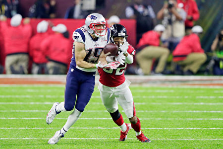 HOUSTON, TX - FEBRUARY 05: Chris Hogan #15 of the New England Patriots attempts to make a reception against Jalen Collins #32 of the Atlanta Falcons in the fourth quarter of Super Bowl 51 at NRG Stadium on February 5, 2017 in Houston, Texas. (Photo by Jamie Squire/Getty Images)