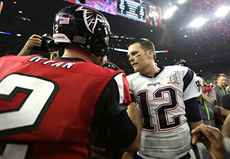 HOUSTON, TX - FEBRUARY 05: Tom Brady #12 of the New England Patriots speaks to Matt Ryan #2 of the Atlanta Falcons after winning Super Bowl 51 at NRG Stadium on February 5, 2017 in Houston, Texas. The Patriots defeated the Falcons 34-28. (Photo by Ronald Martinez/Getty Images)
