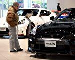 日本首相安倍晉三9日啟程訪美,預定10日在白宮和川普(特朗普)總統會面。日本各界屏息關注川安會,特別是對美日貿易逆差貢獻最大的汽車業。(TORU YAMANAKA/AFP/Getty Images)