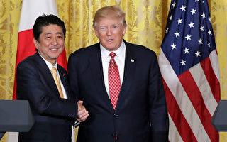 朝鮮週日(2月12日)發射彈道導彈後,川普(特朗普,圖右)總統與日本首相安倍晉三(圖左)召開聯合記者會。川普表示,美國將「百分之百」支持日本,兩國將緊密合作,共同應對朝鮮威脅。(Chip Somodevilla/Getty Images)