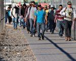美國國土安全部2月21日公布二項備忘錄,其中一項係針對在美國境內的非法移民,執行「加強美國境內公共安全」總統行政命令。(JIM WATSON/AFP/Getty Images)
