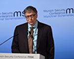 微软创始人盖茨表示,机器人逐步取代人类的工作,但为了维持税收水平,政府可考虑向机器人制造商或采取机器人的公司征税。图为2017年2月18日,盖茨在慕尼黑安全大会上发言。       (CHRISTOF STACHE/AFP/Getty Images)