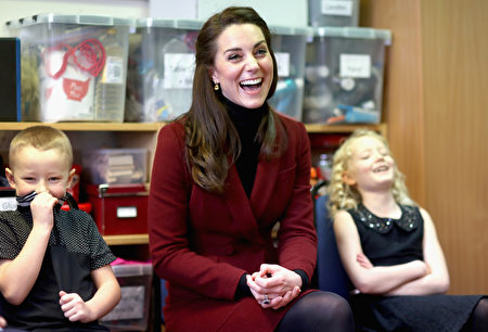 CAERPHILLY, WALES - FEBRUARY 22: Catherine, Duchess of Cambridge sits next to 7 year old Alfie Thomas and 9 year old Emily Davis as she visits Caerphilly Family Intervention Team (FIT) to learn about their work with children with emotional and behavioural difficulties, problems with family relationships and those who have or who are likely to self-harm on February 22, 2017 in Caerphilly, United Kingdom. (Photo by Chris Jackson - WPA Pool/Getty Images)