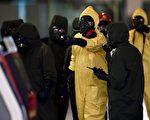 金正男被致命神经毒剂毒杀后,马来西亚民防人员26日封锁了暗杀现场,进行全面消毒。(MANAN VATSYAYANA/AFP/Getty Images)