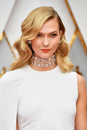 HOLLYWOOD, CA - FEBRUARY 26: Model Karlie Kloss attends the 89th Annual Academy Awards at Hollywood & Highland Center on February 26, 2017 in Hollywood, California. (Photo by Frazer Harrison/Getty Images)