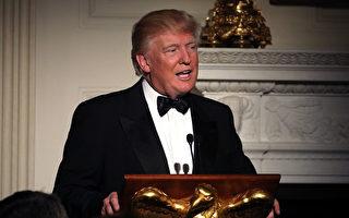 日(2月26日)晚,美国总统川普(特朗普)和第一夫人梅兰妮亚主持白宫节日式宴会,宴请美国各州州长。(Photo by Chip Somodevilla/Getty Images)