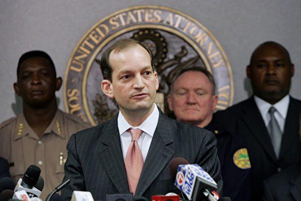 川普(特朗普)总统16日提名古巴移民之子,前助理总检察长亚历山大.阿科斯塔(Alexander Acosta)出任劳工部部长。(Joe Raedle/Getty Images)