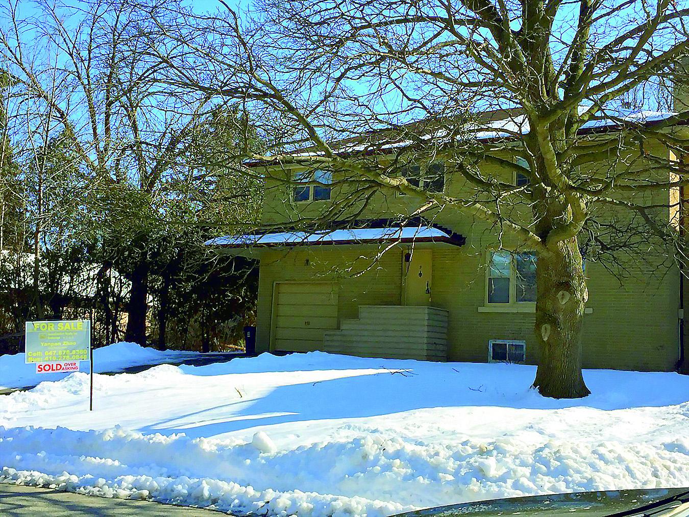 引起邻居抱怨的多伦多5 Glenelia Ave的这幢独立房已以203.8万加元售出,高出叫售23万加元。(大纪元资料图片)