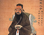 后人根据文献记载加上臆想绘画的孔子玄衣。(维基百科)