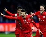 拜仁作客柏林,萊萬在補時階段的最後一分鐘進球,助「南部之星」1-1險平赫塔。(Martin Rose/Bongarts/Getty Images)  Lewandowski-642608022.jpg